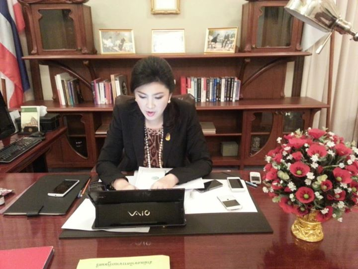 Yingluck1 8 major world figures and their smartphones: Obamas BlackBerry, Kim Jong Uns HTC and beyond