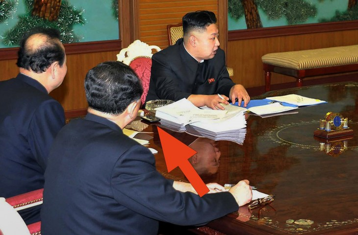 kim jong un 730x480 8 major world figures and their smartphones: Obamas BlackBerry, Kim Jong Uns HTC and beyond