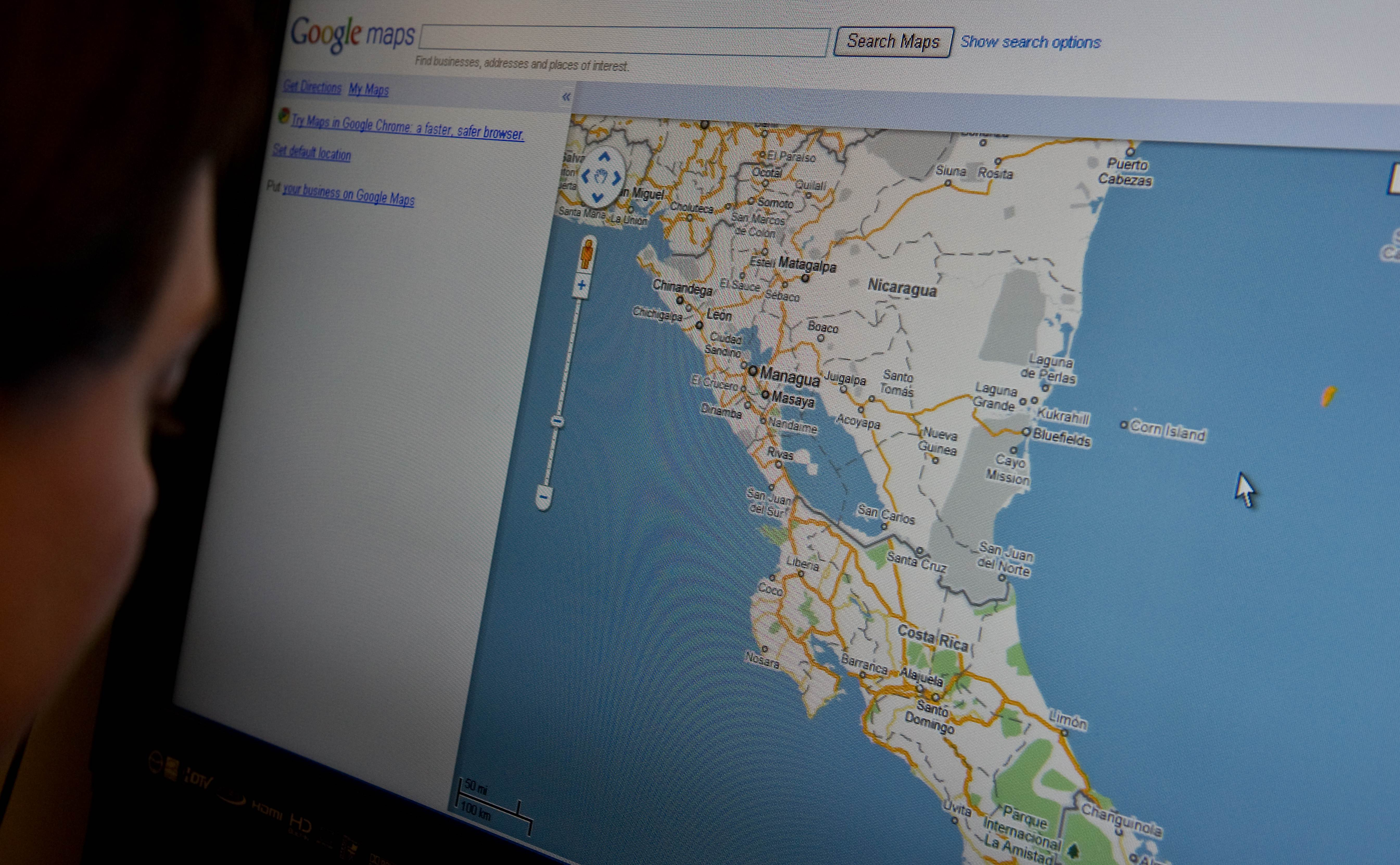 A woman looks at the Google map of Nicar