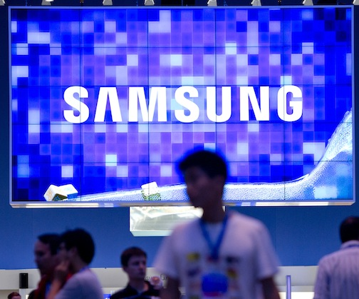 150997018 Samsung fined in Taiwan for organizing fake Internet posts that attacked rival HTC and its products