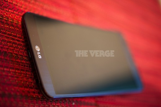 GFlex 1 520x347 Here are the first hands on photos of the leaked G Flex, LGs curved screen smartphone