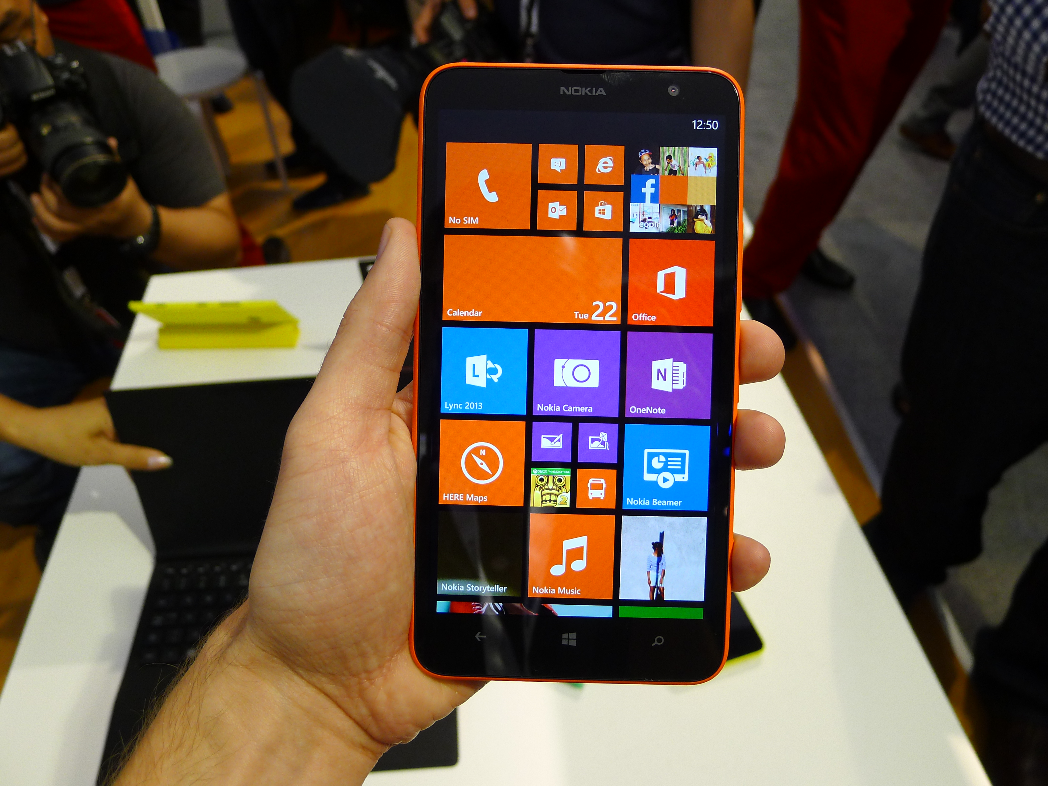 P1040499 Nokia Lumia 1320 hands on: How does this 6, 720p smartphone stack up against the Lumia 1520?