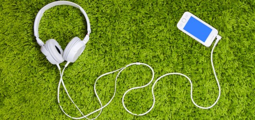 smartphone music headphones 520x245 photo