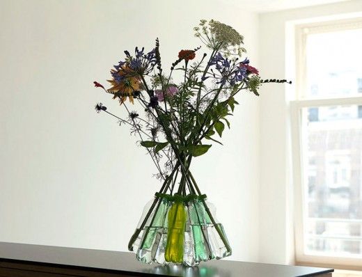 http://cdn1.tnwcdn.com/wp-content/blogs.dir/1/files/2013/11/ScrewYou_vase_designboom-520x398.jpg