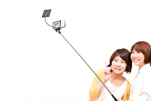 Zuckerberg selfie stick kogan Kogan CEO pokes fun at Facebook chief with the Zuckerberg Selfie Stick