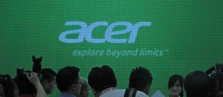 A model displays Acer products during th