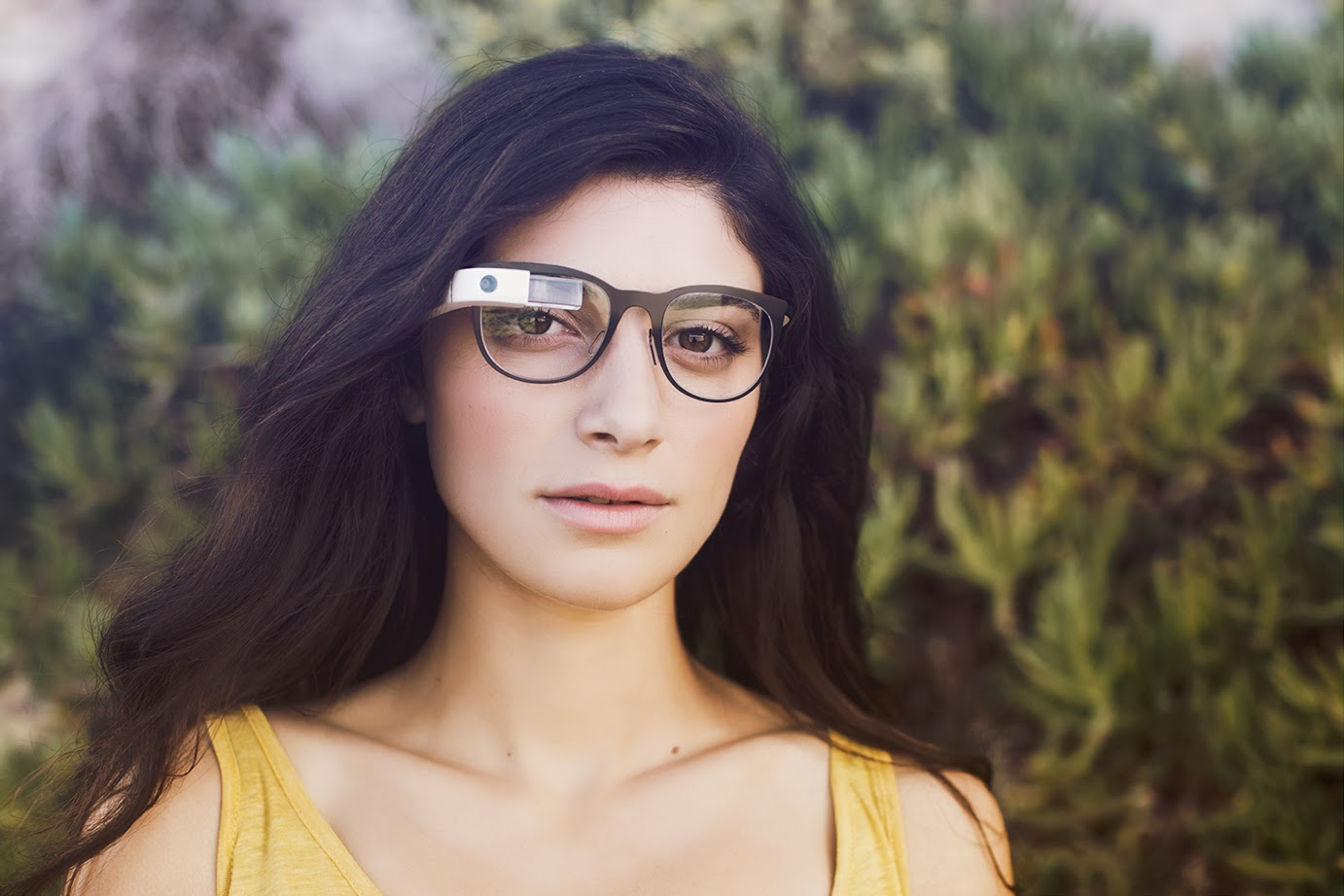 glass11 Google Glass can now be used with regular glasses after Google introduces $225 frames