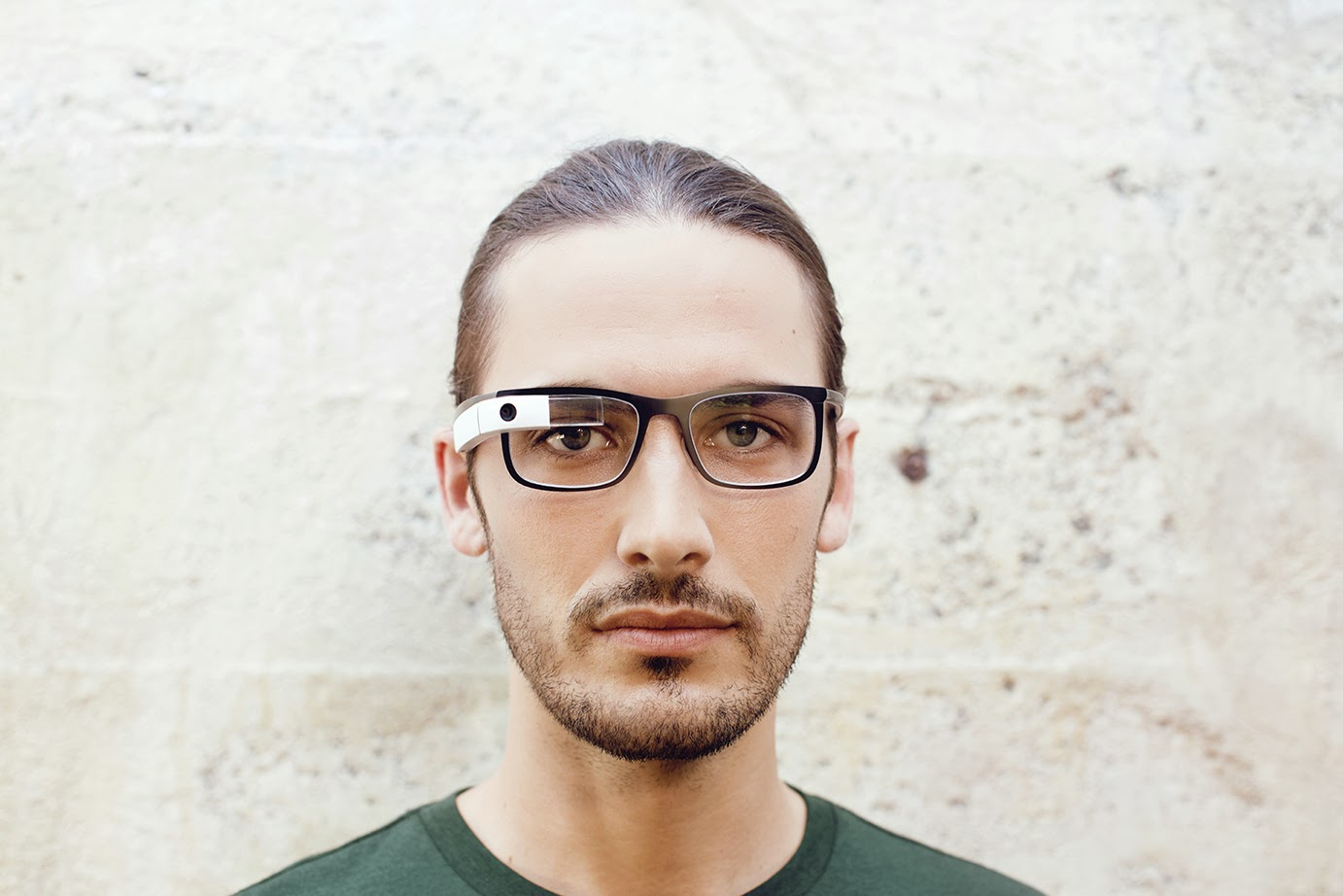 glass13 Google Glass can now be used with regular glasses after Google introduces $225 frames