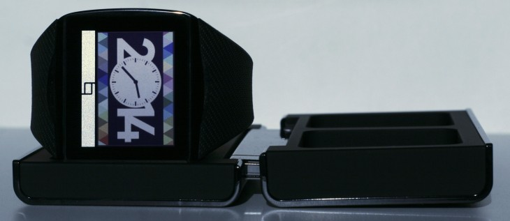 toq straight 730x317 Qualcomm Toq smartwatch review: An interesting concept with unfortunate execution