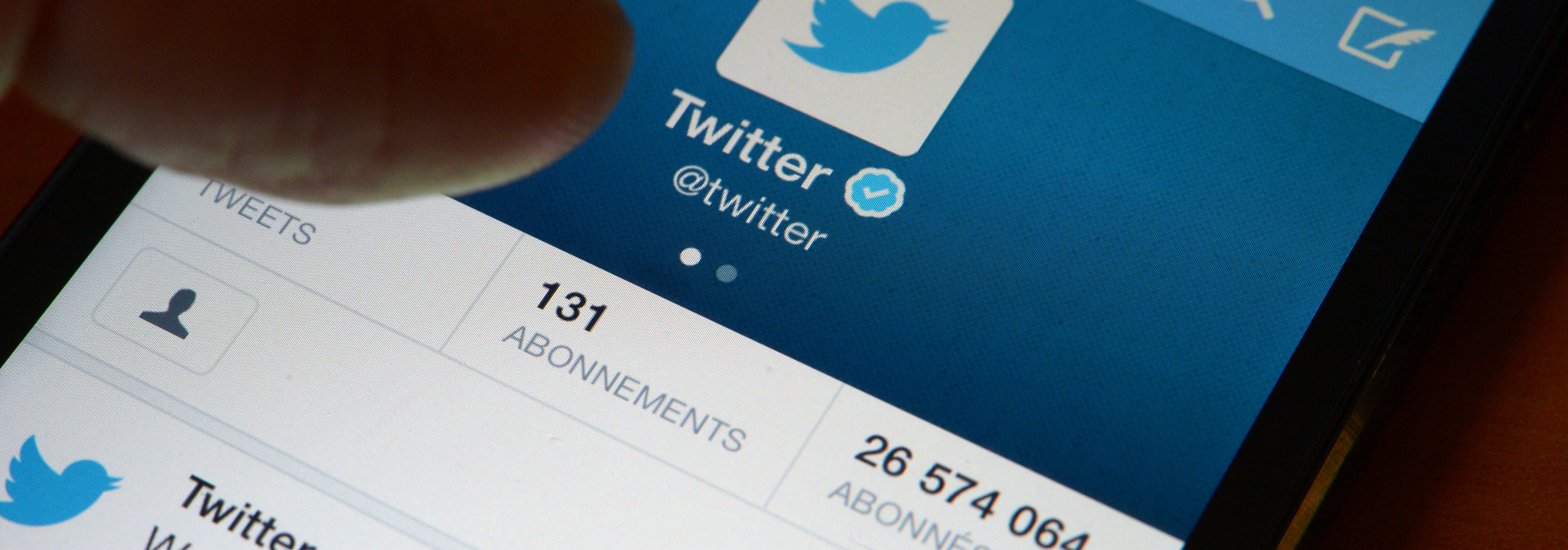 Twitter's mobile now let you embed tweets inside tweets