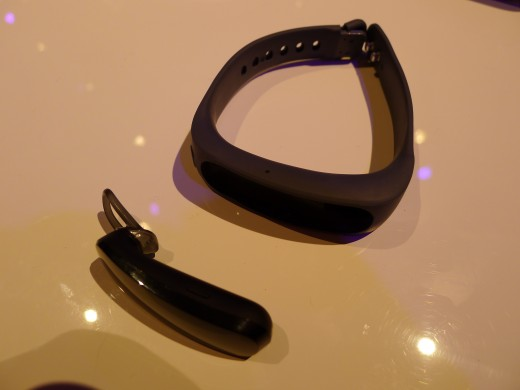 P1050016 520x390 Huawei TalkBand B1 is a fitness and sleep tracker with a Bluetooth 4.1 earpiece for wireless calls