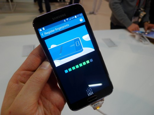 P10501261 520x390 Samsung Galaxy S5 hands on: Is the fingerprint scanner and heart rate monitor just a gimmick?