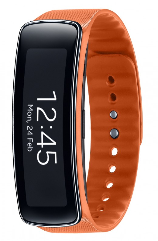 """gearfit 520x790 Samsung announces Gear Fit fitness band with heart rate monitor, pedometer and 1.84"""" display"""