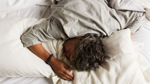 xl jawbone up sleep tracker 520x292 How does your fitness tracker know when youre asleep?