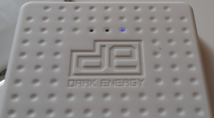 DERMulti lights 730x404 Dark Energy Reservoir review: An 8,000mAh slimline battery pack for charging two devices at once