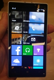 930custombackground 220x328 Hands on with Nokias new 20 megapixel Lumia 930