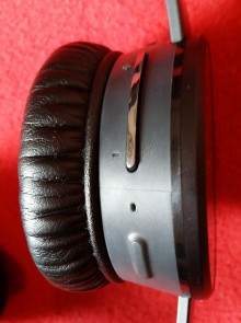 volume 220x295 Sol Republic Tracks Air review: Wireless headphones with punch and longevity
