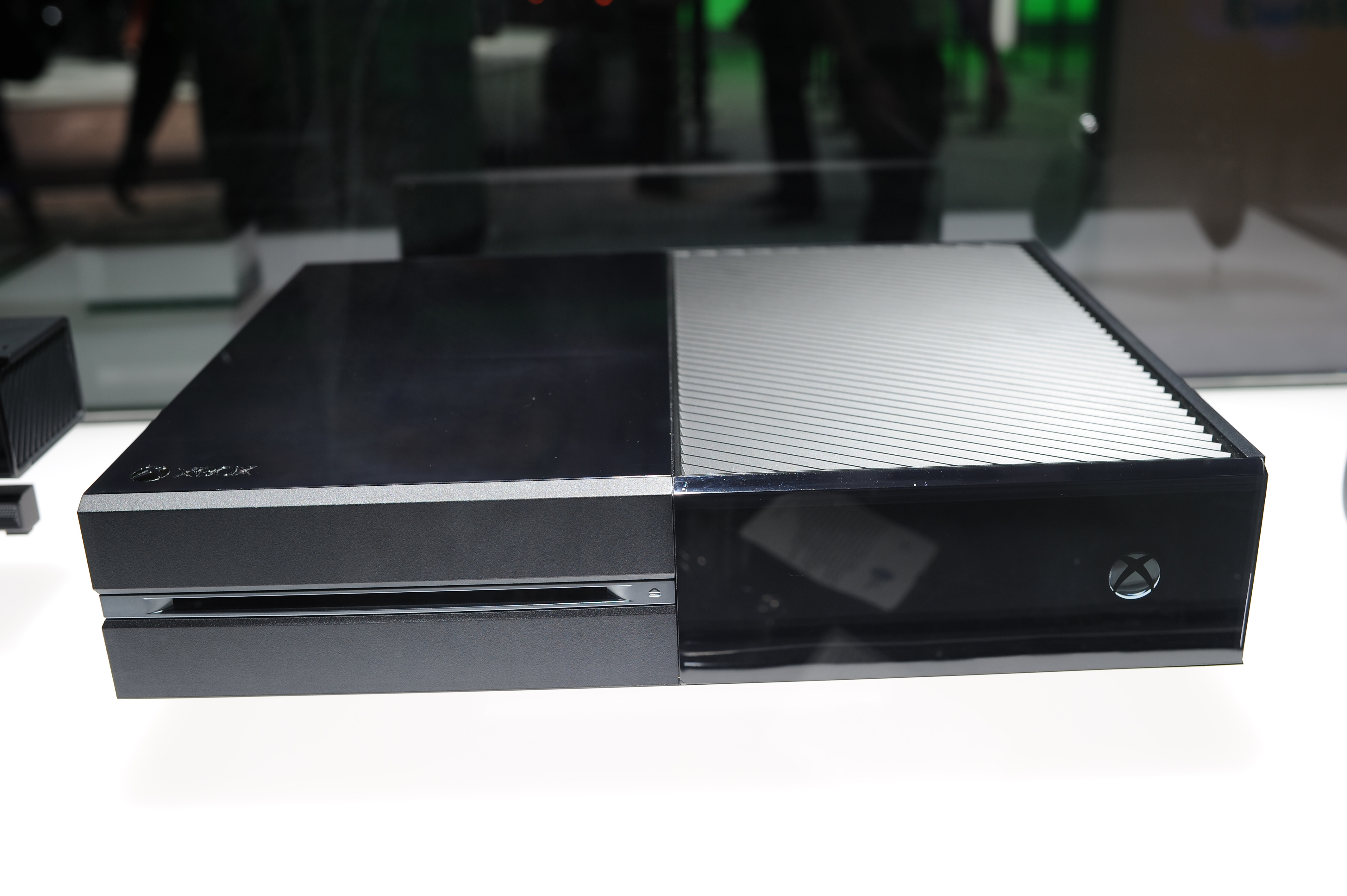 Microsoft Launches Xbox One without Kinect for $399.99
