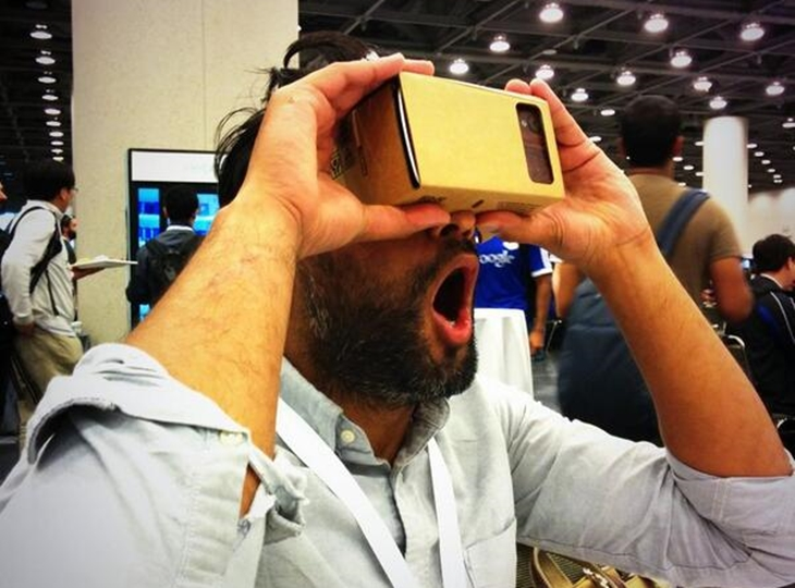 Bq 7PTKCcAEuR4M Googles wacky new Cardboard project could help take virtual reality mainstream