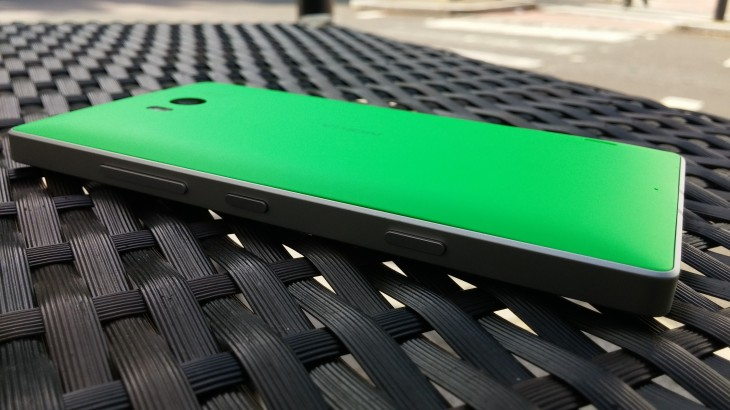 Lumia 930 rear 730x410 Nokia Lumia 930 review: Finally, a flagship Lumia that feels like a phone first and a camera second