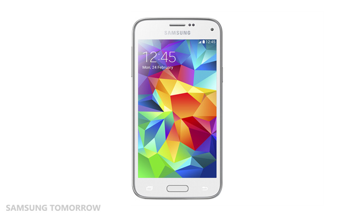 SM G800H GS5 mini White 1 Samsung reveals the mini version of its Galaxy S5 smartphone, will go on sale in Russia first