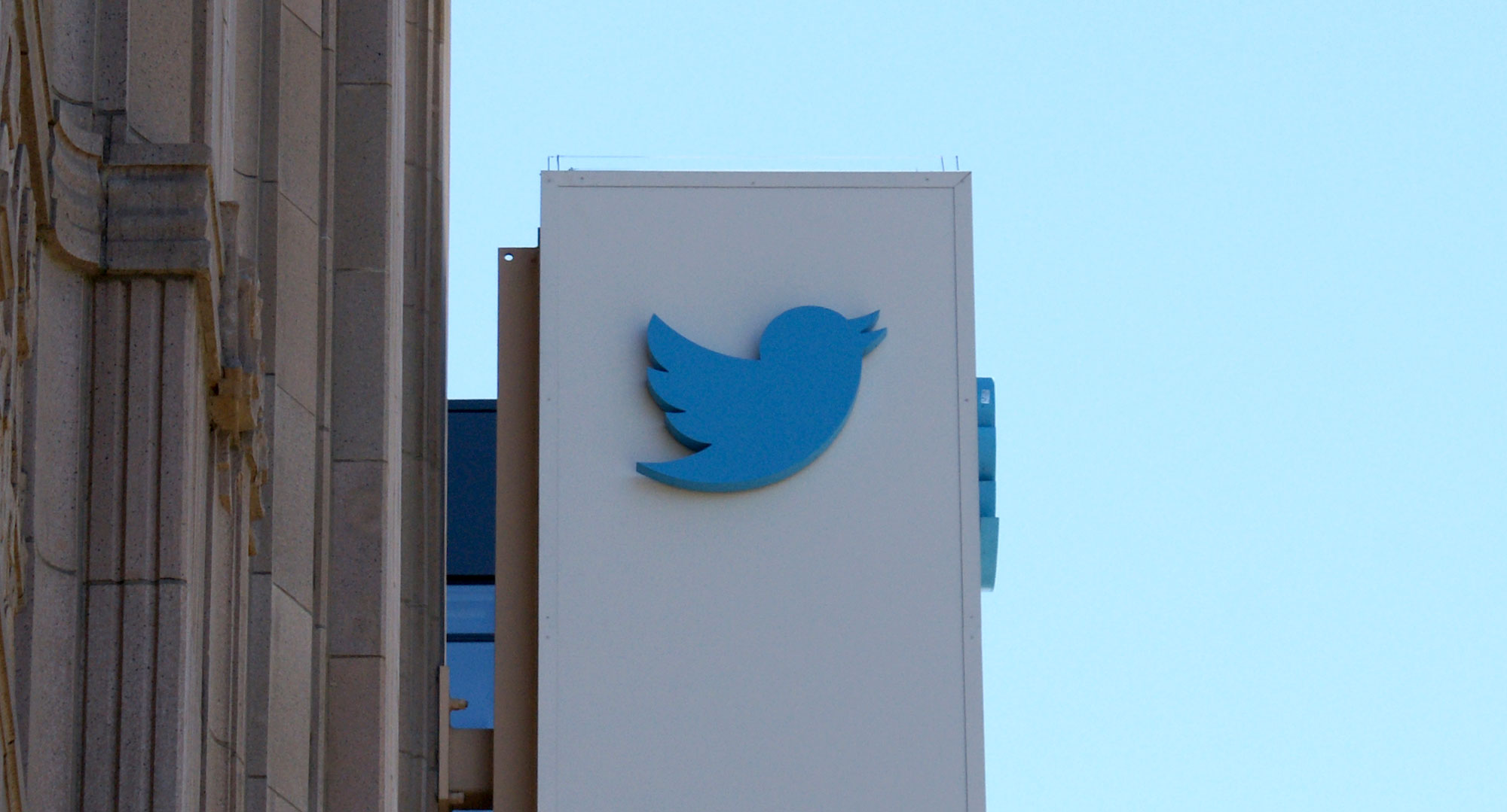 Twitter Adding DM History Access to Mobile Apps