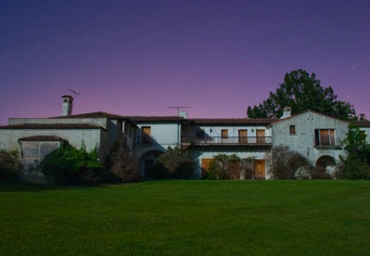stevejobsmansion 520x360 Spaceships, castles and Steve Jobs abandoned mansion: The houses that tech built