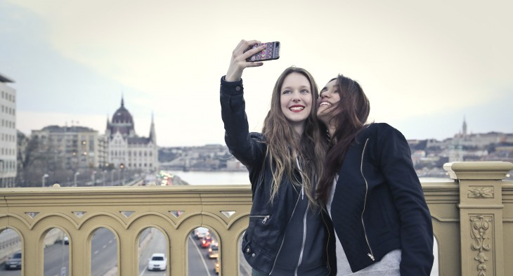 two girls smartphone selfie 730x393 How to be less selfish in the social media era