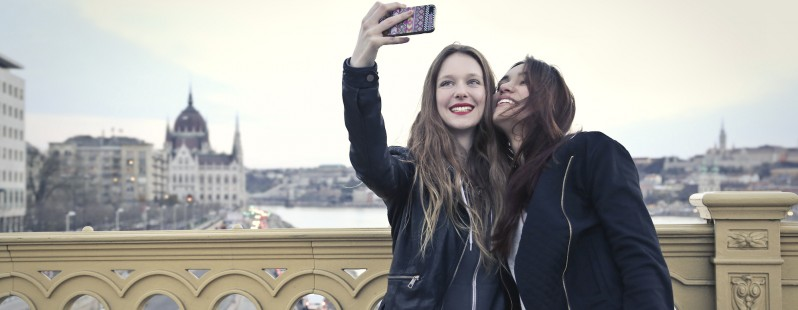 two girls smartphone selfie