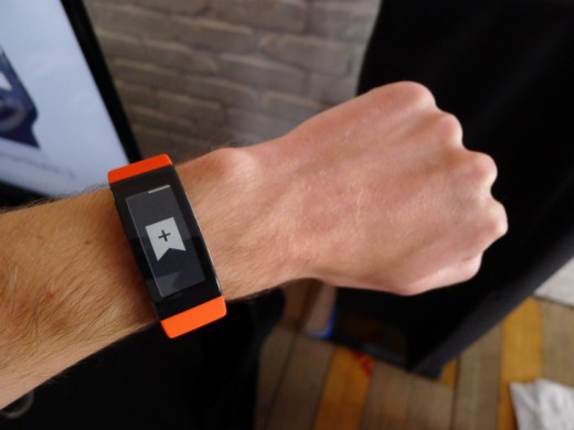 Band5 520x390 Sony's SmartBand Talk fitness tracker has a curved e ink display and built in mic for taking calls