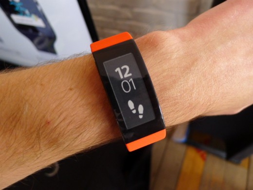 Band6 520x390 Sony's SmartBand Talk fitness tracker has a curved e ink display and built in mic for taking calls