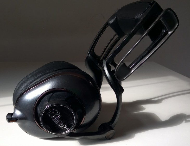 BlueMoFi side2 730x560 Review: Blues first ever $350 Mo Fi headphones are outstanding, but I'll be leaving them at home