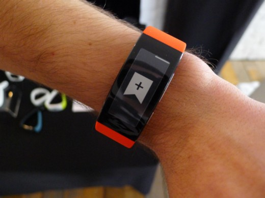band1 520x390 Sony's SmartBand Talk fitness tracker has a curved e ink display and built in mic for taking calls