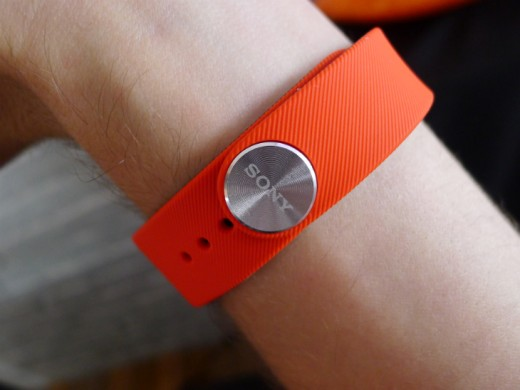 band3 520x390 Sony's SmartBand Talk fitness tracker has a curved e ink display and built in mic for taking calls