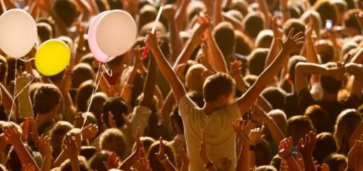 concert-crowd-786x305