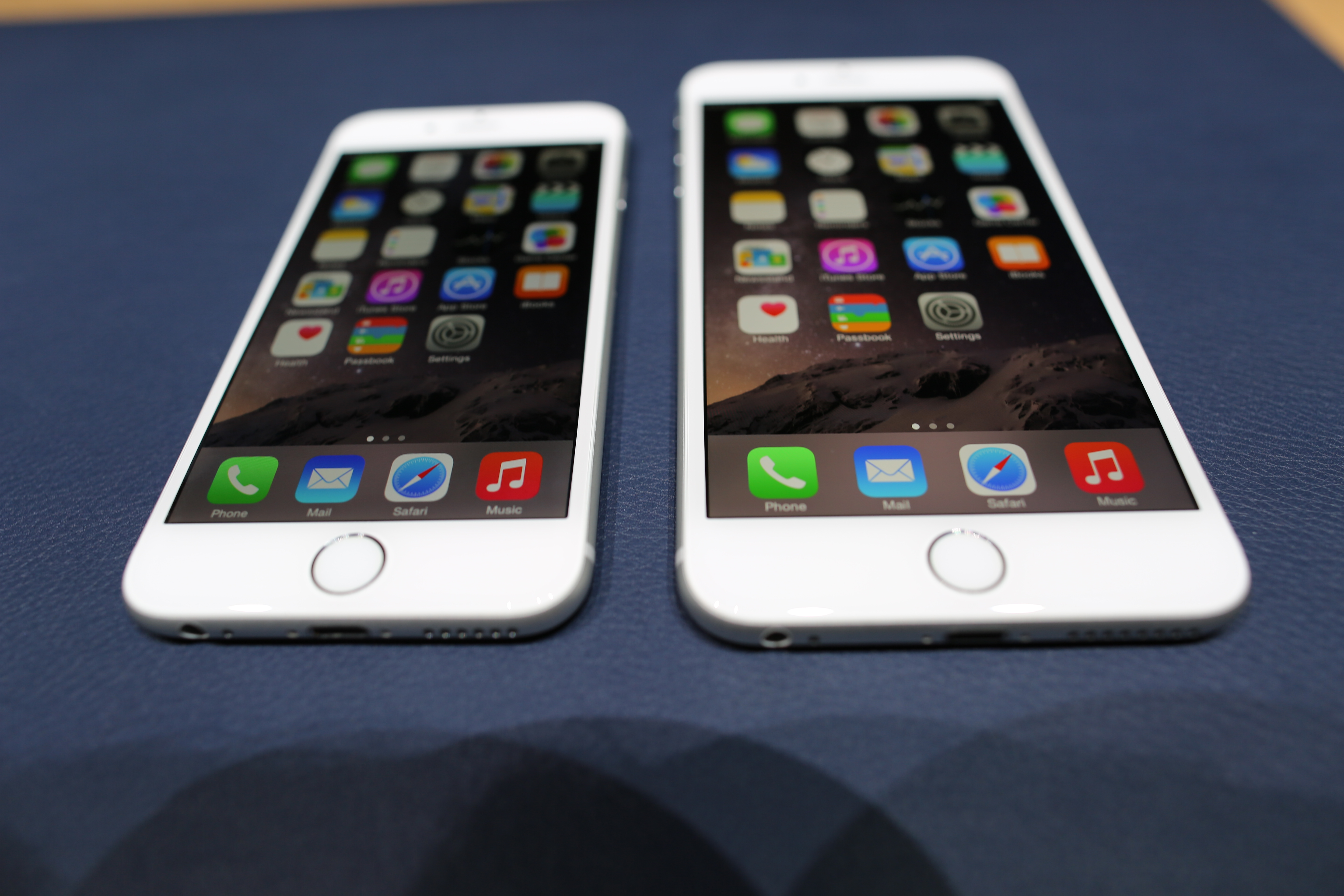 iphones 6 plus on with the new larger iphones 12510