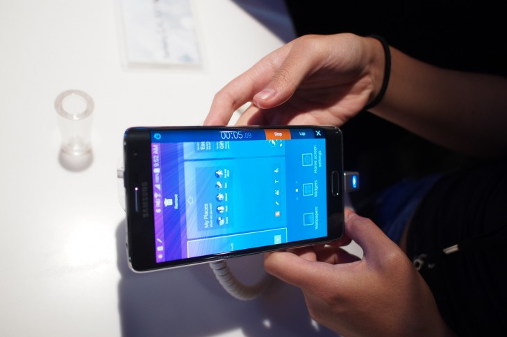 P9030189 730x486 Samsung Galaxy Note Edge hands on: Curved OLED never looked so cool