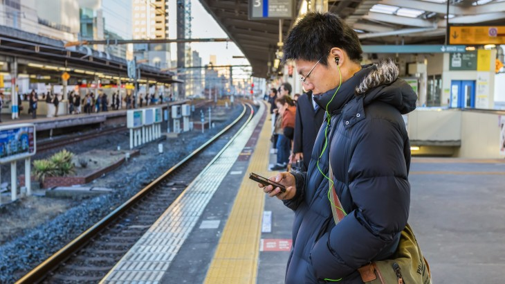 smartphone commuter 730x410 What do your mobile habits say about you?