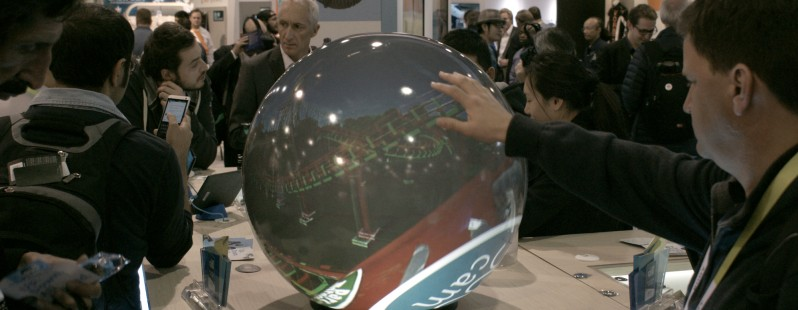 picture of The PufferSphere M ball display is the non-headset way to see 360 degree videos