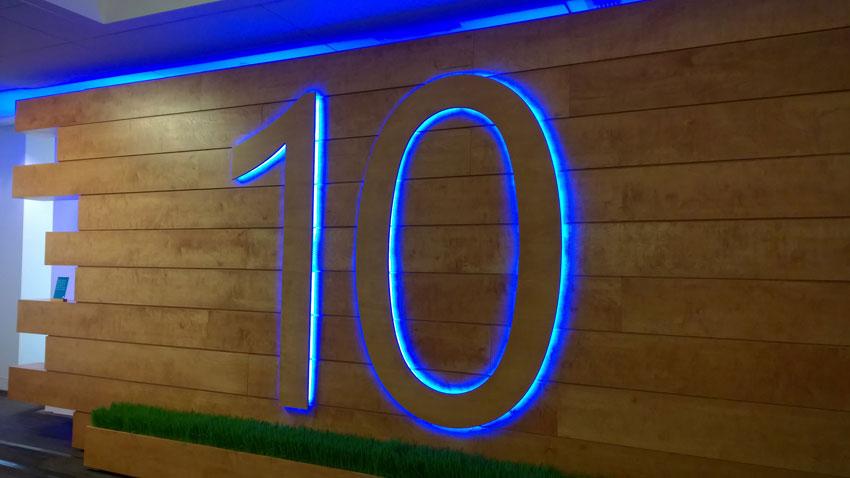 Windows 10 - Magazine cover