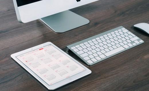 computer desk ipad calendar