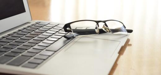 reading_glass_laptop_hires_designerspics