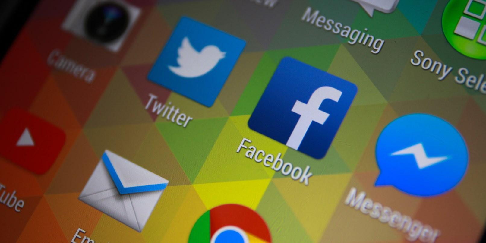 shutterstock_244116676_Facebook and Messenger