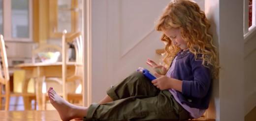 kid-on-vtech-tablet