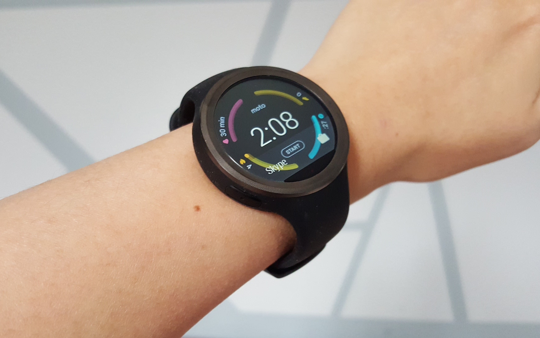 motorola 360 sport. the watch comes with its moto body software as a standard feature, which is good for quick look at your week\u0027s activities, but you can download apps like motorola 360 sport 6