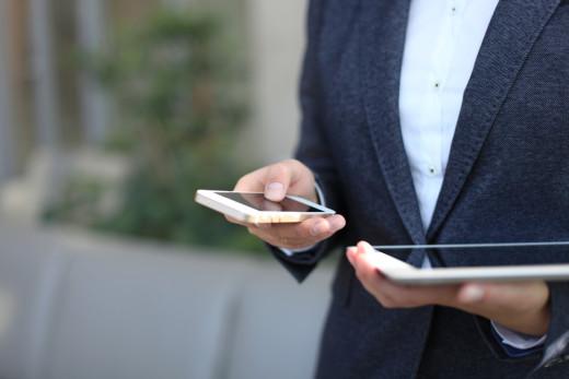 man, ipad, iphone, cross-device
