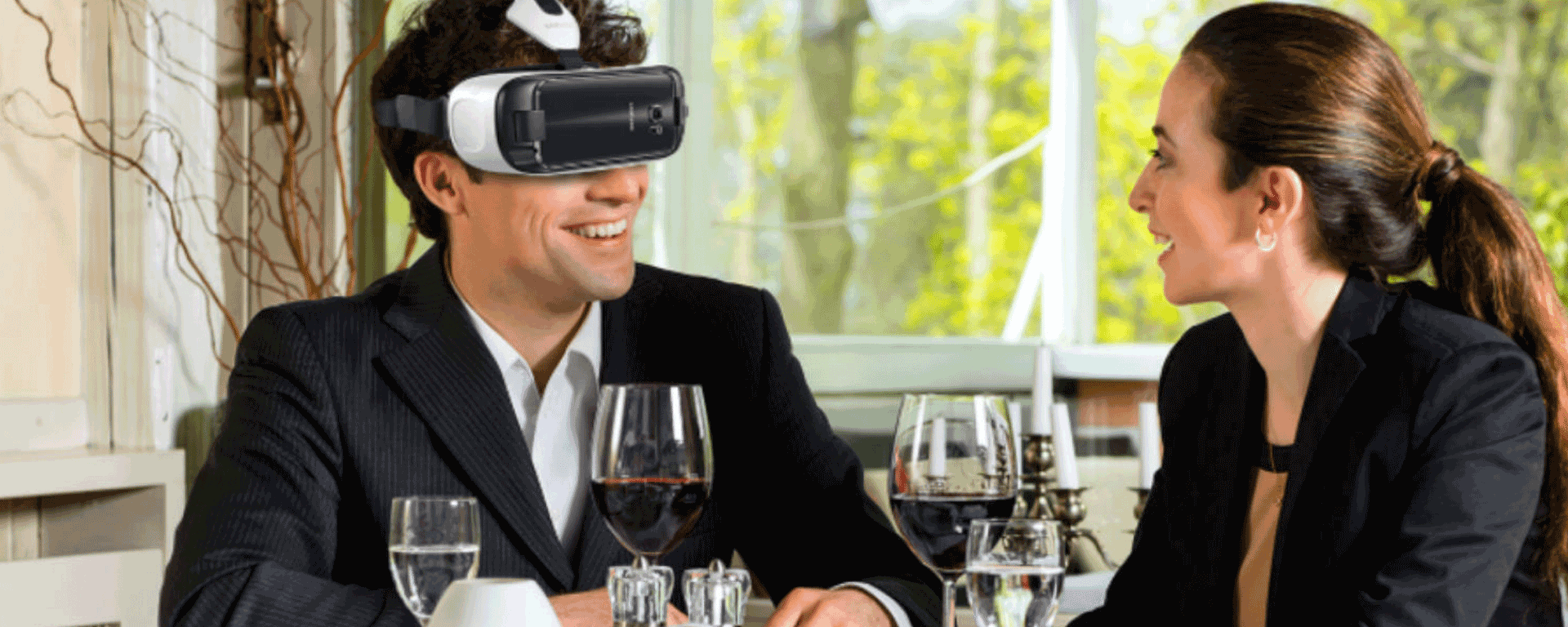 18_USING-SAMSUNG-GEAR-VR-TO-REVOLUTIONIZE-THE-RESTAURANT-EXPERIENCE