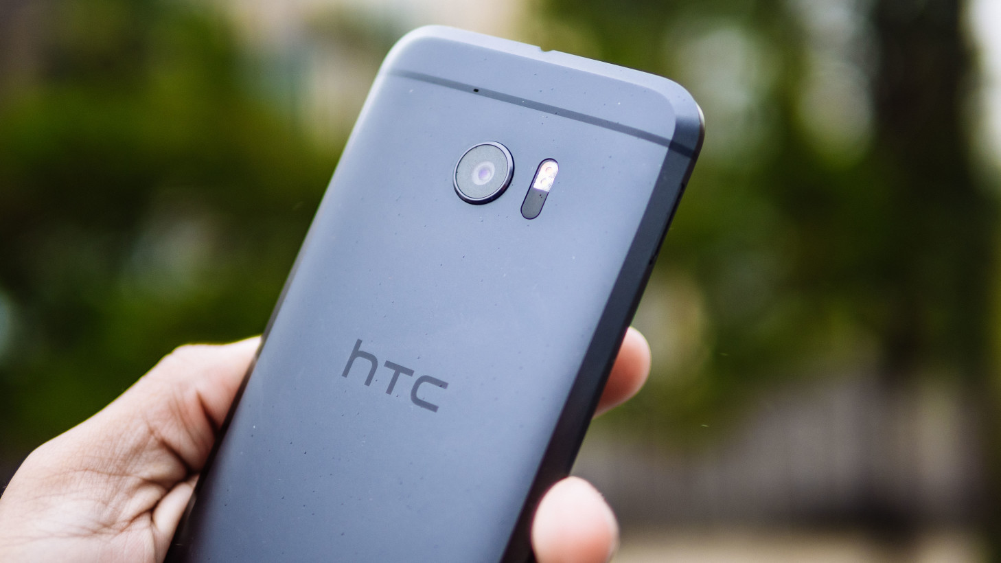 The HTC 10 looks refined and feels great in hand.
