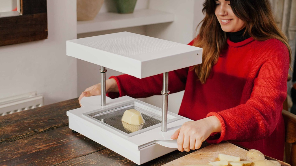 Formbox Takes On 3d Printers With An Instant Vacuum Former