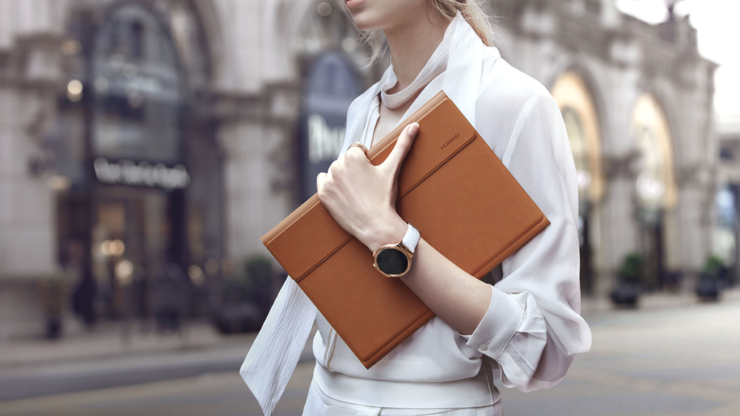 Lifestyle 1 - Woman + Watch